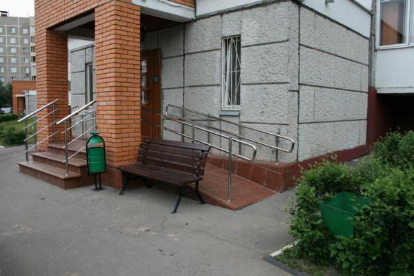 Скамейки с урнами